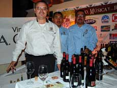 Beben vino por una buena causa en Mexico